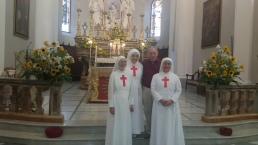 Le sorelle insieme al Dott. Angelo Vivinetto nella Parrocchia di Cremolino