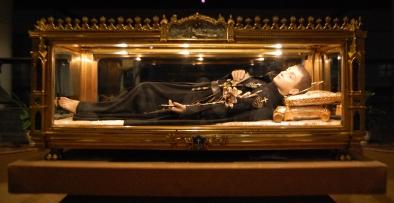 L'Urna in bronzo dorato contenente le spoglie di San Gabriele