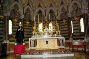 La cappella del Santo realizzata in pregevole e raffinato gotico inglese