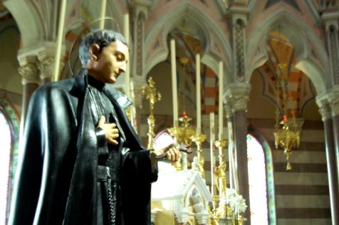 La fama di Santità di San Gabriele inizio quando vennero esumate le sue spoglie e si verificarono i primi strepitosi prodigi.