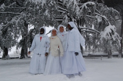 La comunità di Grottaferrata e la gioia della neve