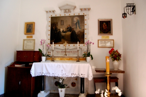 La Cameretta del transito, abitata dal santo negli ultimi mesi e trasformata in cappella nel 1905.