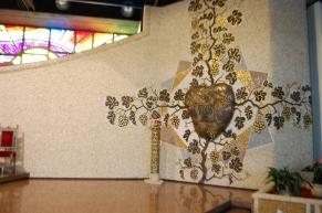 La vite mistica e il Tabernacolo a cuore in bronzo dorato